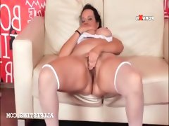 Bbw brunette in stockings rubs..