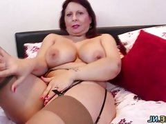 Mature amateur loves to tease