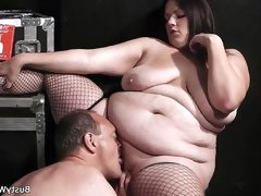 Plumper in fishnets rides her older..