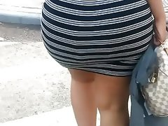 Mega donk latina in black & white outfit